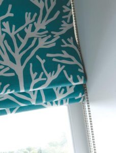 Reef Aqua Roman Blind close up