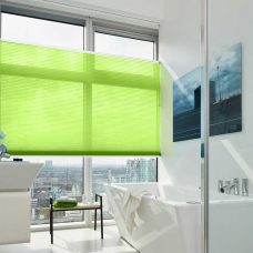 duette-fixe-25mm-duo-tone-bright-spring blinds in bathroom