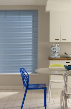 Venetian Blind 2258 25 mm fitted in kitchen