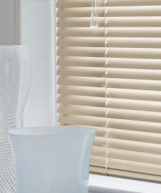 Venetian Blind 4459 slats in 25 mm close up