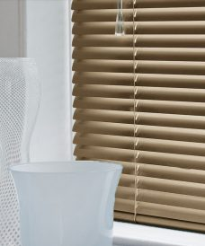 Venetian Blind 4544 trend slats in 25 mm close