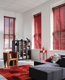 Three Venetian Blinds 5250 set in lounge