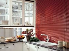 Venetian Blind 5352 25 mm fitted in a kitchen