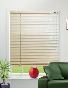 Venetian Blind 9224 25 mm Pearlised slats in a lounge