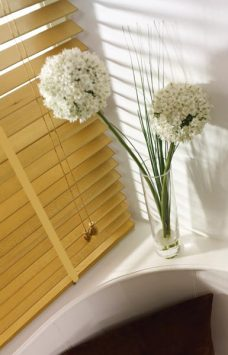 Marfim Basic wooden blind with tape