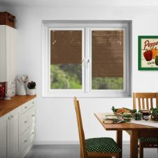 Perfect fit Venetian blinds in slat 7920-25 mm in a kitchen