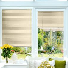 Cream Perfect fit Venetian blinds in Slat 9224
