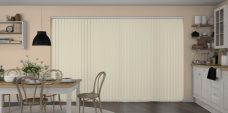 Banlight Duo Vanilla Vertical blinds in a kitchen
