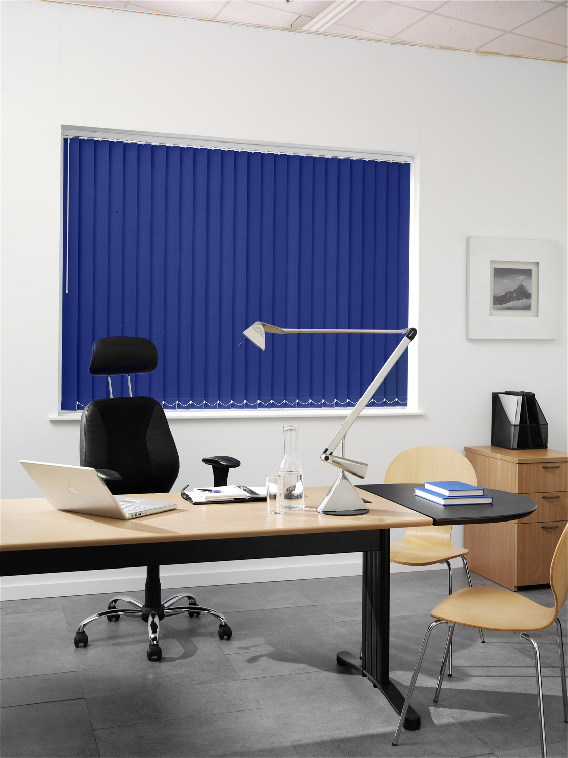 Vitra Imperial blind in an office