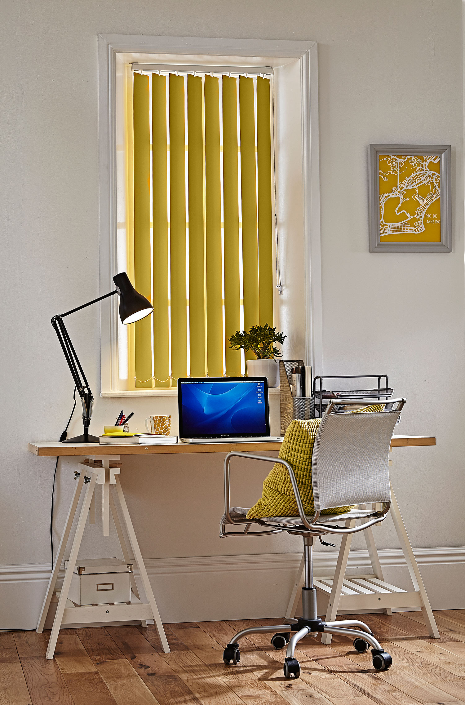 Polaris Gold vertical blind in an office